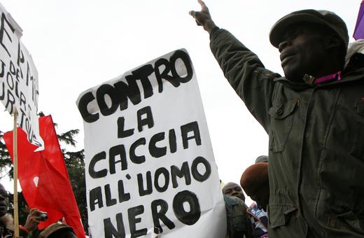 Il prossimo 17 ottobre (piazza Repubblica, ore 14,30) si terra' a Roma una manifestazione nazionale antirazzista. Alla mobilitazione hanno gia' aderito numerose associazioni laiche, religiose e di immigrati, organizzazioni sindacali e politiche, movimenti sociali, personalita' del mondo della cultura e dello spettacolo.