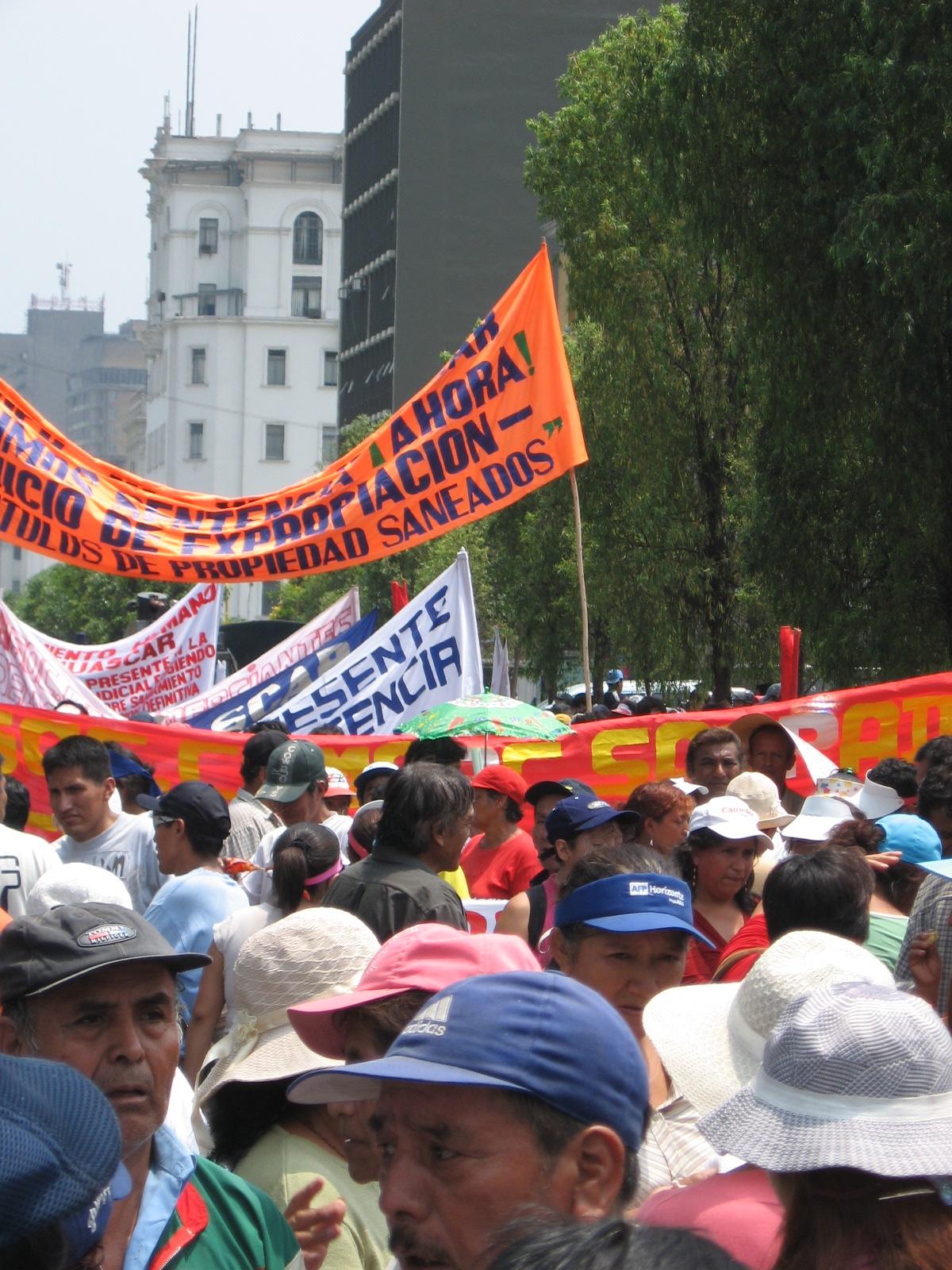 Demos: le mobilitazioni globali